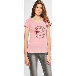 Guess Jeans - Top. Szare topy damskie Guess Jeans, z aplikacjami, z bawełny, z okrągłym kołnierzem, z krótkim rękawem. W wyprzedaży za 149.90 zł.