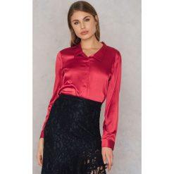 Rut&Circle Satynowa koszula Rebecka - Red. Czerwone koszule damskie Rut&Circle, z poliesteru. W wyprzedaży za 62.97 zł.