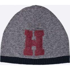 Tommy Hilfiger - Czapka + szalik Happy Holidays. Szare czapki i kapelusze męskie marki Giacomo Conti, na zimę, z tkaniny. W wyprzedaży za 299.90 zł.