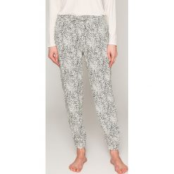 Calvin Klein Underwear - Spodnie piżamowe. Piżamy damskie marki MAKE ME BIO. W wyprzedaży za 119.90 zł.