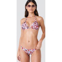 J&K Swim X NA-KD Dół bikini z cienkimi paskami - Pink. Różowe bikini damskie J&K Swim X NA-KD, w paski. W wyprzedaży za 26.48 zł.