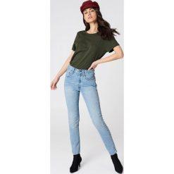 NA-KD Basic T-shirt z odkrytymi plecami - Green. Zielone t-shirty damskie NA-KD Basic, z dekoltem na plecach. W wyprzedaży za 26.48 zł.