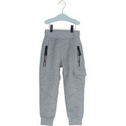 Szare Spodnie Dresowe Spodnie The Other. Szare spodnie sportowe dla chłopców Born2be, z dresówki. Za 29.99 zł.
