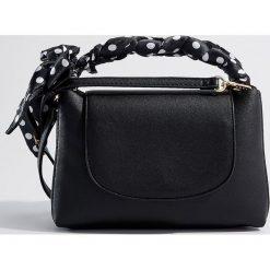 Torebka z odpinanym paskiem - Czarny. Czarne torebki do ręki damskie Mohito. W wyprzedaży za 49.99 zł.