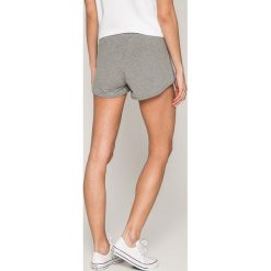 Calvin Klein Jeans - Szorty. Szare szorty damskie Calvin Klein Jeans, z bawełny, casualowe. W wyprzedaży za 219.90 zł.