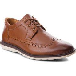 Półbuty CLARKS - Glaston Wing 261339057 Tan Leather. Brązowe półbuty na co dzień męskie Clarks, ze skóry. W wyprzedaży za 249.00 zł.