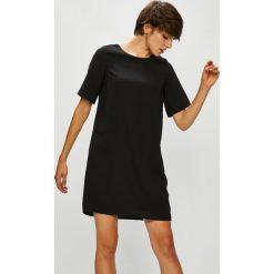 Vero Moda - Sukienka Gabby. Szare sukienki damskie Vero Moda, z poliesteru, casualowe, z okrągłym kołnierzem, z krótkim rękawem. Za 149.90 zł.