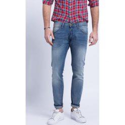 Wrangler - Jeansy Bryson Cross Grain. Szare jeansy męskie Wrangler. W wyprzedaży za 199.90 zł.