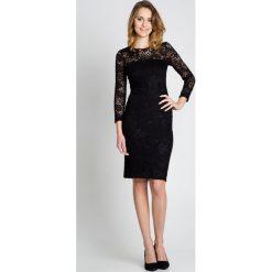 Czarna sukienka BIALCON. Czarne sukienki damskie BIALCON, wizytowe, z długim rękawem. W wyprzedaży za 120.00 zł.