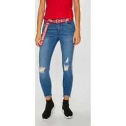Only - Jeansy Carmen. Szare jeansy damskie Only. W wyprzedaży za 179.90 zł.