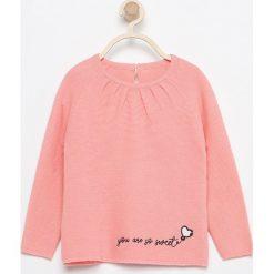 Sweter z haftem - Pomarańczo. Swetry dla dziewczynek Reserved. W wyprzedaży za 19.99 zł.
