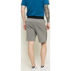 Nike Sportswear - Szorty. Szare krótkie spodenki sportowe męskie Nike Sportswear, z bawełny. W wyprzedaży za 219.90 zł.