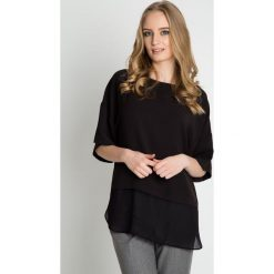 Luźna czarna bluzka z opuszczonym rękawem BIALCON. Czarne bluzki damskie BIALCON, z materiału, casualowe. Za 165.00 zł.