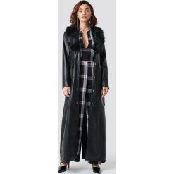 NA-KD Trend Lakierowany płaszcz maxi - Black. Czarne płaszcze damskie NA-KD Trend, w paski, z lakierowanej skóry. Za 445.95 zł.