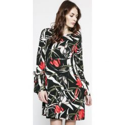 Vero Moda - Sukienka. Szare sukienki damskie Vero Moda, z poliesteru, casualowe, z okrągłym kołnierzem, z długim rękawem. W wyprzedaży za 89.90 zł.