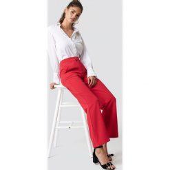 NA-KD Classic Dopasowane spodnie z szerokimi nogawkami - Red. Czerwone spodnie materiałowe damskie NA-KD Classic, z haftami, z poliesteru. Za 161.95 zł.