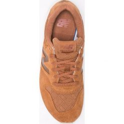 New Balance - Buty WRT96EAC. Szare obuwie sportowe damskie New Balance, z materiału. W wyprzedaży za 269.90 zł.