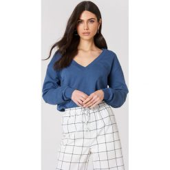 NA-KD Basic Bluza basic z dekoltem V - Blue. Niebieskie bluzy damskie NA-KD Basic. Za 100.95 zł.