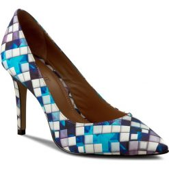 Szpilki KAZAR - Paris 28453-01-95 Kolorowy Niebieski. Niebieskie szpilki damskie Kazar, w kolorowe wzory, ze skóry. W wyprzedaży za 319.00 zł.
