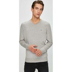 Tommy Hilfiger - Sweter. Szare swetry przez głowę męskie Tommy Hilfiger, z bawełny. Za 399.90 zł.