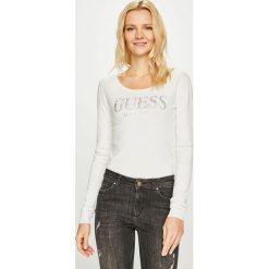 Guess Jeans - Sweter Emily. Szare swetry damskie Guess Jeans, z dzianiny, z okrągłym kołnierzem. Za 319.90 zł.