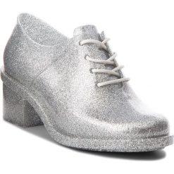 Półbuty MELISSA - Dubrovka Ad 32245 Glass Silver Glitter 03895. Szare półbuty damskie Melissa, z materiału, eleganckie. W wyprzedaży za 309.00 zł.