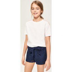 T-shirt z pomponikami - Biały. T-shirty damskie marki bonprix. W wyprzedaży za 14.99 zł.