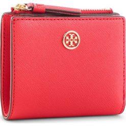 Mały Portfel Damski TORY BURCH - Robinson Mini Wallet 52703 Brilliant Red 612. Czerwone portfele damskie Tory Burch, ze skóry. Za 599.00 zł.