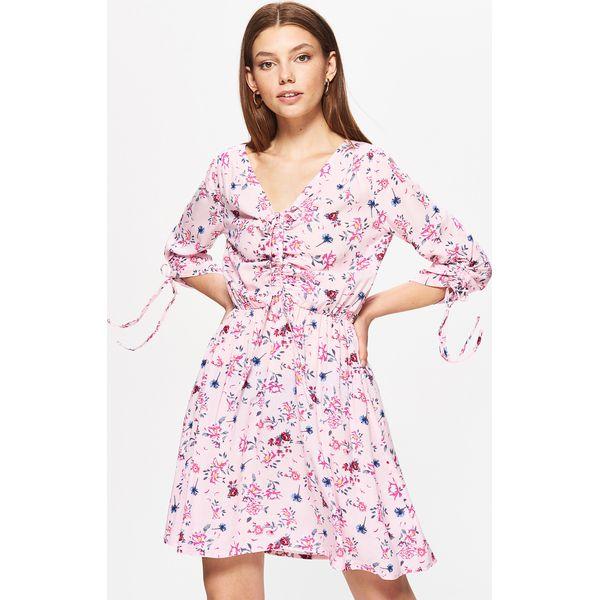 e12e29ce4b Sukienka w kwiaty - Różowy - Sukienki damskie marki Cropp