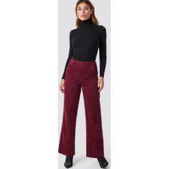 Moves Spodnie Delaia - Red. Czerwone spodnie materiałowe damskie Moves, ze sztruksu. Za 303.95 zł.