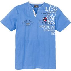 T-shirt z nadrukiem bonprix niebieski. Niebieskie t-shirty męskie bonprix, z nadrukiem. Za 59.99 zł.