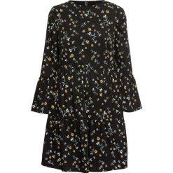 Sukienka z falbanami bonprix czarny w kwiaty. Czarne sukienki damskie bonprix, w kwiaty, z okrągłym kołnierzem. Za 99.99 zł.