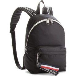 Plecak TOMMY JEANS - Logo Min AU0AU00185 002. Czarne plecaki damskie Tommy Jeans, z jeansu. W wyprzedaży za 319.00 zł.