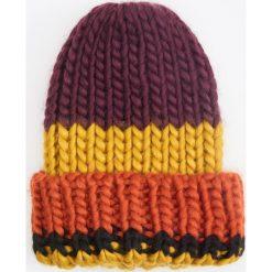 Czapka - Wielobarwn. Czapki i kapelusze damskie marki WED'ZE. W wyprzedaży za 29.99 zł.