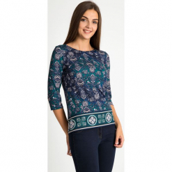 Bluzka z orientalnym wzorem QUIOSQUE. Zielone bluzki damskie QUIOSQUE, w jednolite wzory, z dzianiny, z krótkim rękawem. Za 129.99 zł.