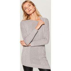 Sweter z asymetrycznym dołem - Szary. Swetry damskie marki bonprix. W wyprzedaży za 79.99 zł.