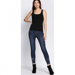 Granatowe Jeansy Choosing. Niebieskie jeansy damskie Born2be. Za 109.99 zł.