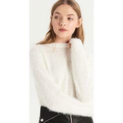 Puszysty sweter - Kremowy. Białe swetry damskie Sinsay. Za 59.99 zł.