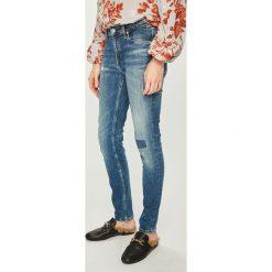 Calvin Klein Jeans - Jeansy. Niebieskie jeansy damskie Calvin Klein Jeans. Za 579.90 zł.