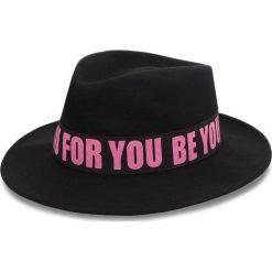 Kapelusz TRUSSARDI JEANS - Fedora Felt 59Z00107 K302. Czarne czapki i kapelusze damskie TRUSSARDI JEANS, z jeansu. W wyprzedaży za 229.00 zł.