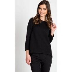 Czarna asymetryczna bluzka z kokardką QUIOSQUE. Czarne bluzki damskie QUIOSQUE, z dzianiny, z asymetrycznym kołnierzem, z długim rękawem. W wyprzedaży za 86.00 zł.