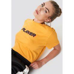 NA-KD Trend T-shirt oversize Player - Yellow. Żółte t-shirty damskie NA-KD Trend, z nadrukiem, z jersey, z okrągłym kołnierzem. Za 72.95 zł.
