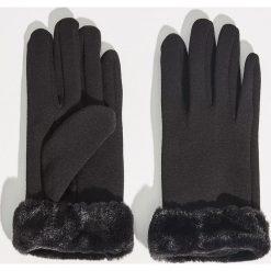 Dzianinowe rękawiczki - Czarny. Czarne rękawiczki damskie Sinsay, z dzianiny. Za 29.99 zł.