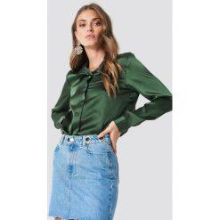 Rut&Circle Satynowa koszula Rebecka - Green. Zielone koszule damskie Rut&Circle, z poliesteru. Za 104.95 zł.