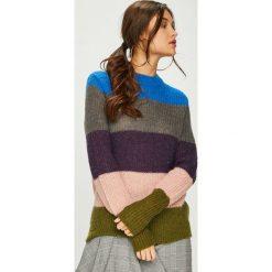 Pieces - Sweter. Brązowe swetry damskie Pieces, z dzianiny. W wyprzedaży za 139.90 zł.