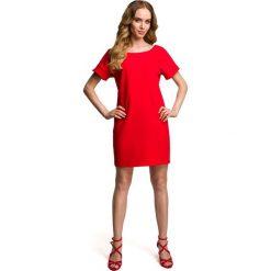 Czerwona Miejska Sukienka z Wycięciem i Kokardą na Plecach. Czerwone sukienki damskie Molly.pl, eleganckie, z dekoltem na plecach, z krótkim rękawem. Za 114.90 zł.