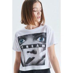 Koszulka Scream - Biały. Białe t-shirty damskie Cropp. Za 39.99 zł.