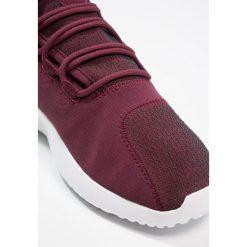 Adidas Originals TUBULAR SHADOW Tenisówki i Trampki maroon/vapor grey/footwear white. Trampki męskie adidas Originals, z materiału. W wyprzedaży za 359.20 zł.