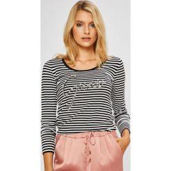 Guess Jeans - Sweter. Szare swetry damskie Guess Jeans, z dzianiny, z okrągłym kołnierzem. Za 319.90 zł.