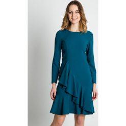 Morska sukienka z falbanami  BIALCON. Zielone sukienki damskie BIALCON, ze splotem, eleganckie, z falbankami, z długim rękawem. W wyprzedaży za 241.00 zł.